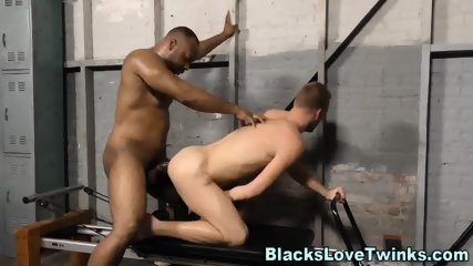 Twink Gets Black Dong