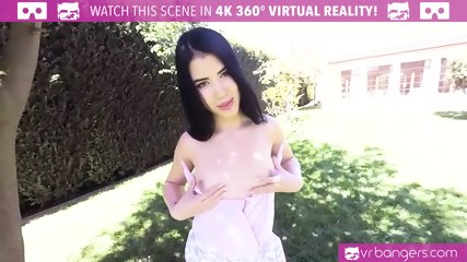 VR PORN - Sexy brunette Lady Dee take a big dick in the park