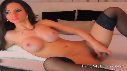 Webcam brunette babe stuffing dildo in her pussy