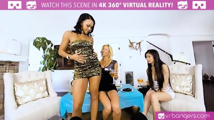 VR PORN - Alexis Fawx Seducing Her Friends to Have a Hot Foursome