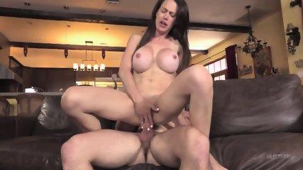 Sexy Mom Gets Creampied - scene 8