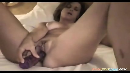 Amateur webcam slut masturbating her horny pussy and teasing