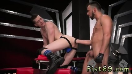 Anal fisting slave gay Sub hook-up pig, Axel Abysse crawls on arms and knees over to