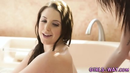 Busty les fingers in bath
