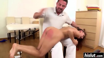 Sexy Leyla wants to be disciplined