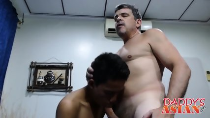 Mature daddy gets seduced by Asian twink Marcon in kitchen