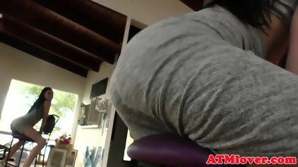 Assfetish babe gets her butthole stretched