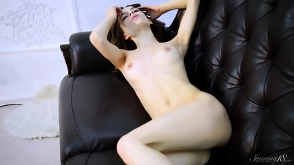 Sexy Teen Shows Body - scene 11