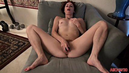 Mature Lady Uses Vibrator