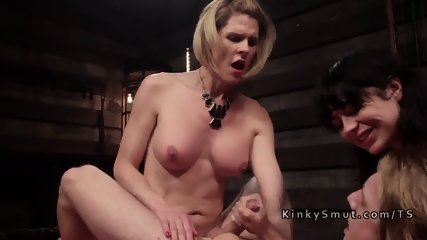 Tranny in threesome bangs dude and babe
