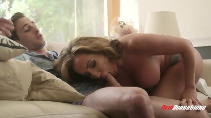 Hot Mommy Thanks Her Son For The Help - scene 3