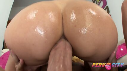 Watch hairy pussy and big vaginal lips close up if you
