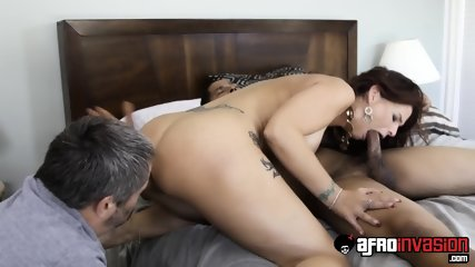 Housewife Jumps On Black Cock - scene 8