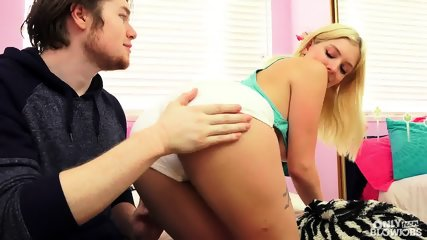 Blonde Gives Awesome Blowjob - scene 3