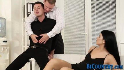 Bisexual dude swaps cum