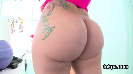 Glamorous centerfold shows enormous butt and gets asshole reamed