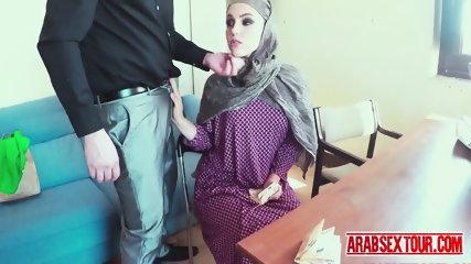 Arab slut get some serious cash to let a big cock in her pussy