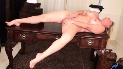 Awesome Mommy Is So Horny - scene 12