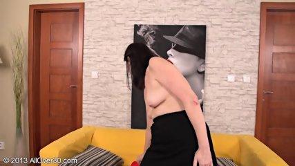 Horny Housewife Presents Her Wet Vagina - scene 4