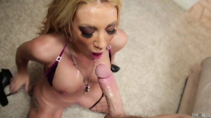 Deep Throat Of Horny Girl With Stockings - scene 11