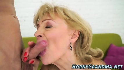 Old gilf gets facialized - scene 11