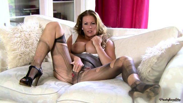 Housewife With Stockings Shows Her Wet Cunt