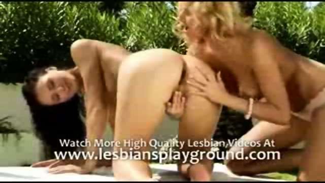 Leso licks pussy in outdoor loving