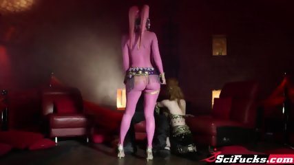 Sexy Rylothian woman and a horny prostitute share a big dick