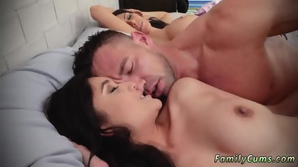 Mom asks associate playfellow s daughter and dad gets caught fucking  first time Family