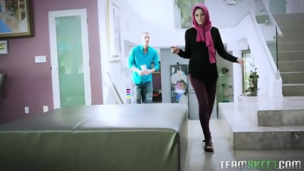 Nikki Knightly Horny Hijab Girl Unveils Her Asshole
