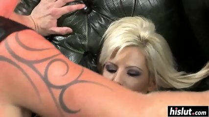 Irresistible babe can't refuse a cock