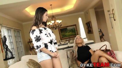 Busty les milf mistress