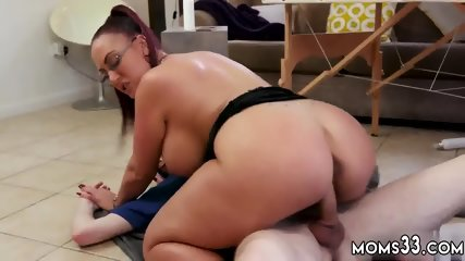 3d mom Big Tit Step-Mom Gets a Massage