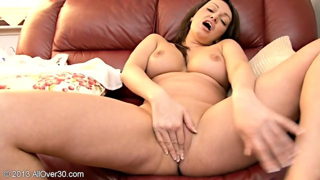 Nice Juicy Pussy Of Sexy Mommy