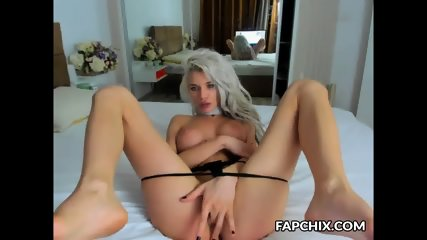 Flirtatious Busty Cammodel Playing With Her Poontang
