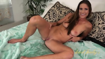 Look At This Awesome Mature Pussy