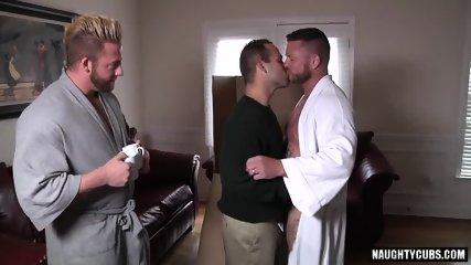 Big Dick Gay Threesome With Cumshot - scene 3