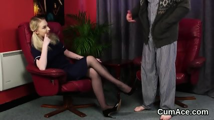 Randy stunner gets cumshot on her face gulping all the ejaculate