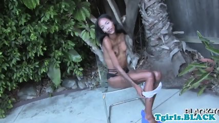 Nubian tranny tugging herself outdoors