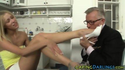 Nice ass babes feet jizzy