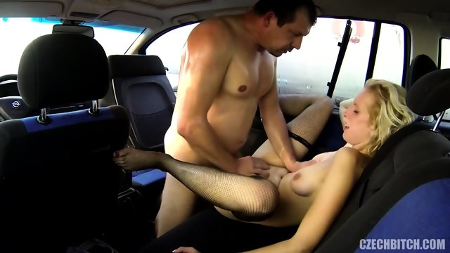 Slut Serves Her Customer In The Car