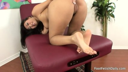 Lonely Girl With Sexy Feet - scene 9