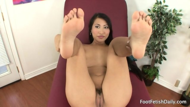 Lonely Girl With Sexy Feet - scene 4