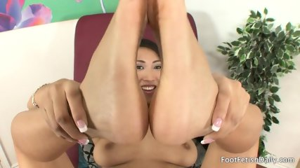 Lonely Girl With Sexy Feet - scene 11