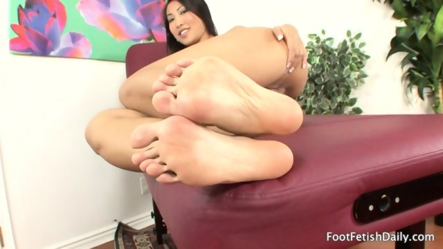 Lonely Girl With Sexy Feet - scene 2