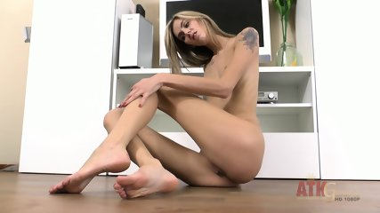 Hot Blonde With Sexy Feet - scene 10