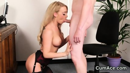 Wicked looker gets cumshot on her face gulping all the jism