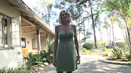Mature Lady Shows Pussy In The Garden - scene 1