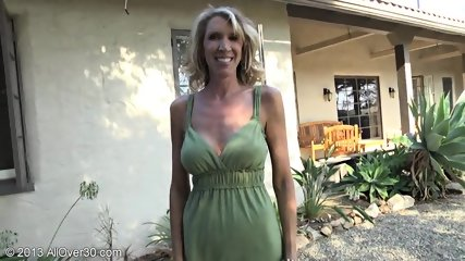 Mature Lady Shows Pussy In The Garden - scene 2