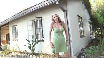 Mature Lady Shows Pussy In The Garden - scene 4